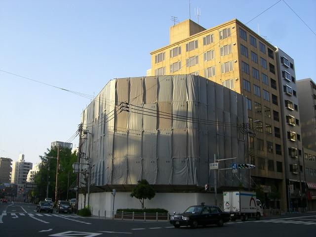 階建て替え寸前の岡崎橋団地。 平成20年に取り壊されました。 建て替え後はマンションになっています。  以上、公団岡崎橋団地でした。