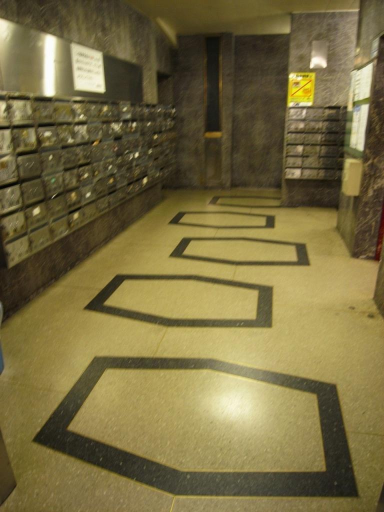 廊下の床模様がかわいい