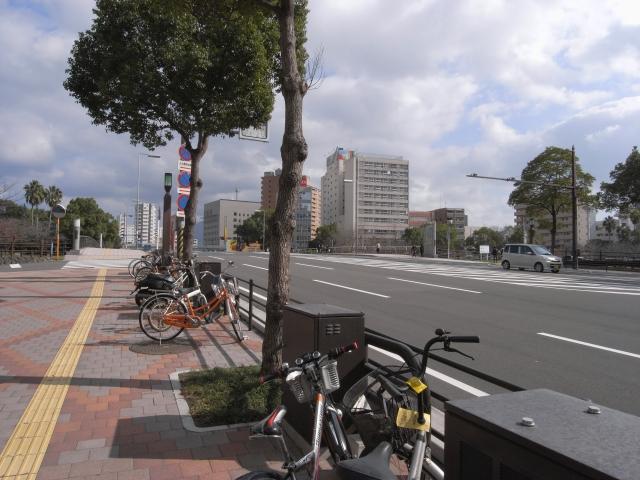 鹿児島中央駅前からナポリ通りを歩くこと10分 団地ミエテキマシタ!