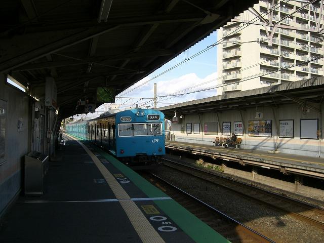 阪和線にてやってきました。撮影当時は103系が現役でした。