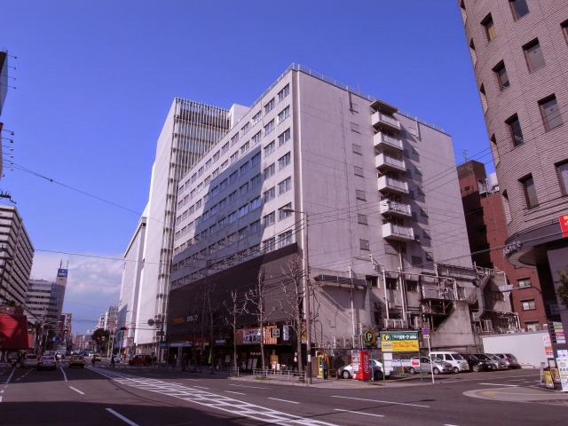 上本町の駅前にありました。昔、近鉄劇場があった場所の目の前です。