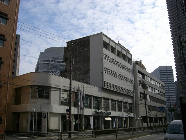近づくと6階建てで、5階と6階がメゾネットだったことがわかります