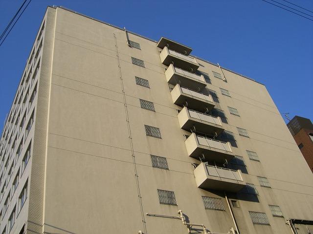 市街地住宅には珍しく、端住戸にベランダがあります。 以上、公団上本町団地でした。