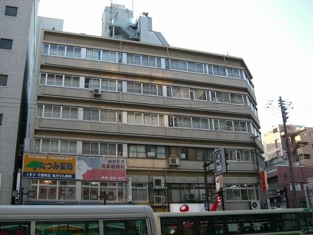 近鉄上本町駅前の市街地住宅です。 5階と6階がメゾネットになっています。