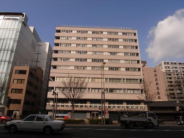 本日の団地は京都府京都市にある 「御池通団地」です。(記録:2008年)