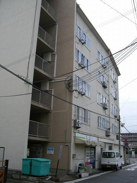 神戸市内では一番古い公団市街地住宅です。  団地型住宅では鷹取団地が一番古いですが、既に建て替えられており 現存する中ではこの団地が公団建設のものでは最古と思われます
