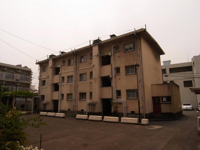 別棟正面 よく考えたら3階建てって珍しい。