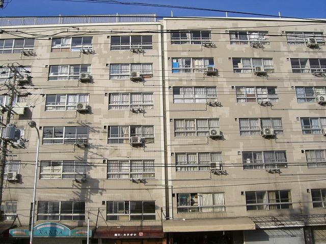 関西の市街地住宅はサンルーム型が多いです。