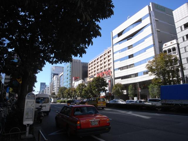 青山通りを歩いていると 団地が見えてきました。
