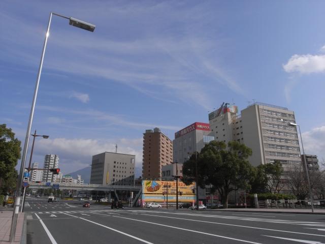 最後に鹿児島といえばやっぱり桜島 左端しかみえませんが、桜島×団地で締めのショット