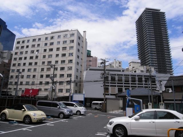 最後にタワーマンションとコラボ 梅田団地も出来た当初はタワーマンションだったと考えると  時代の移り変わりを感じます。  以上、公団梅田団地でした。