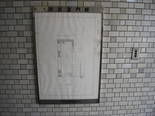 裏口案内板は住棟配置図