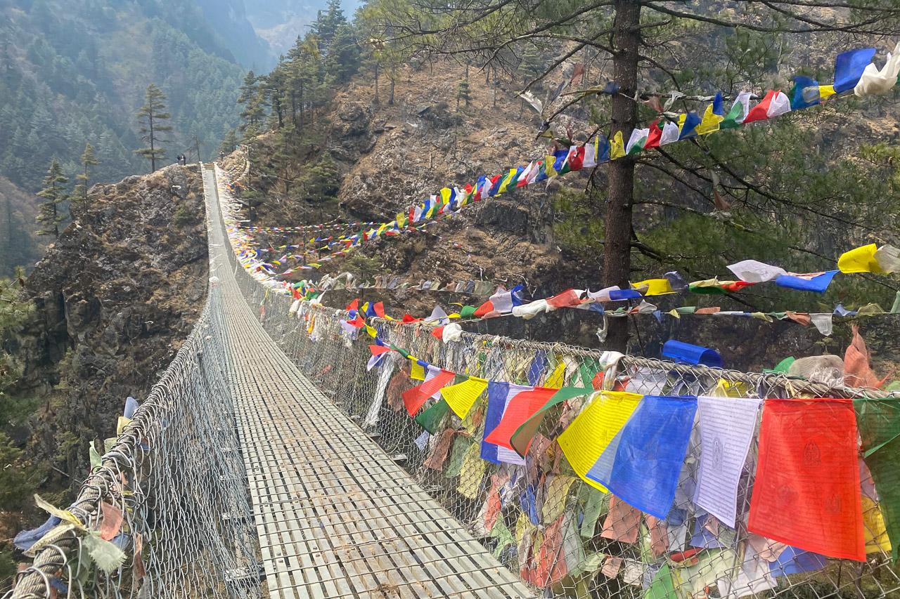 Die lange Hängebrücke vor dem letzten Anstieg nach Namche Bazar.