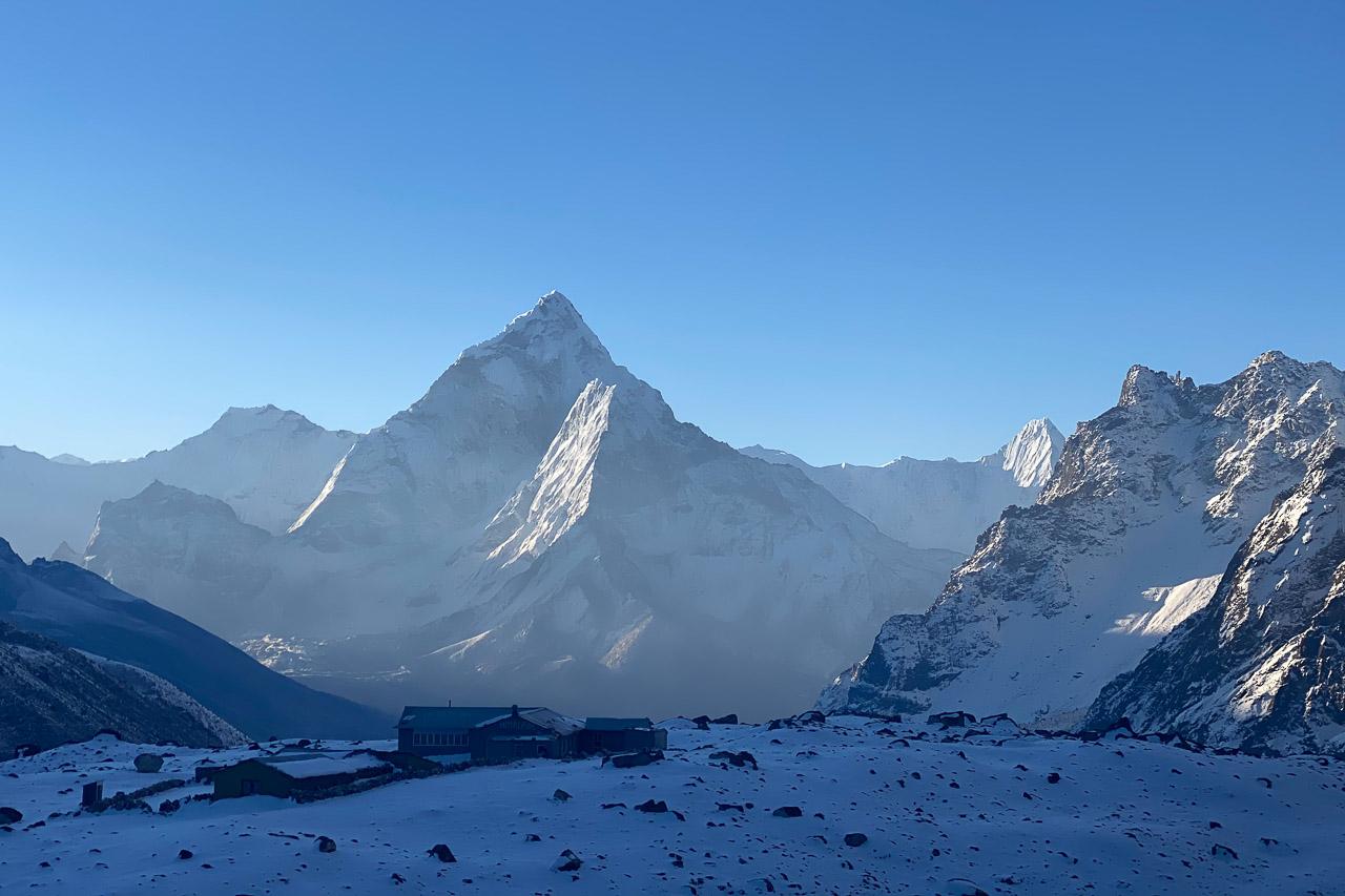 Der kleine Ort Dzongla, Ausgangspunkt für die Überquerung des Passes Cho La.