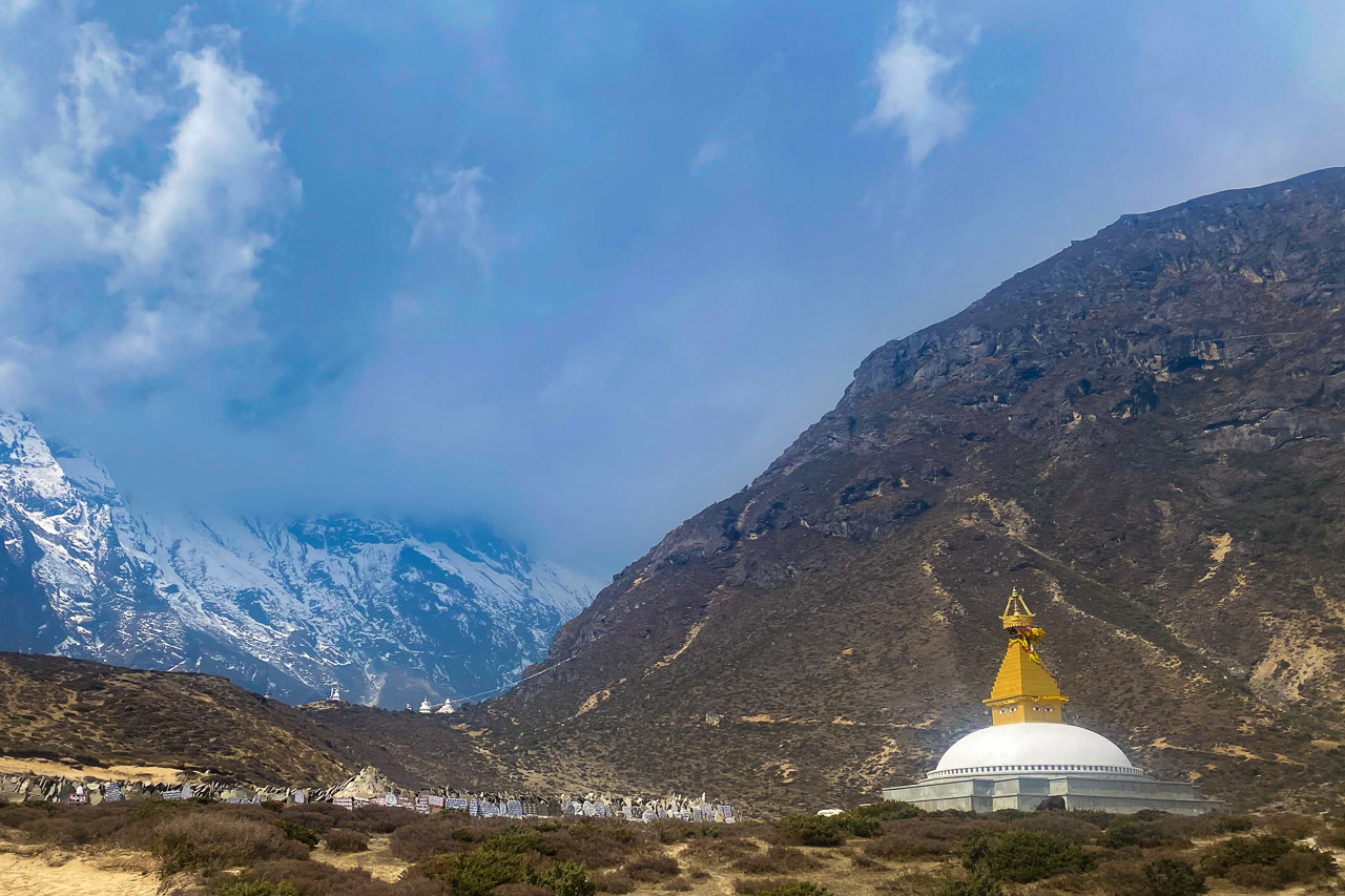 Grosser Stupa beim Sherpa-Dorf Thame.