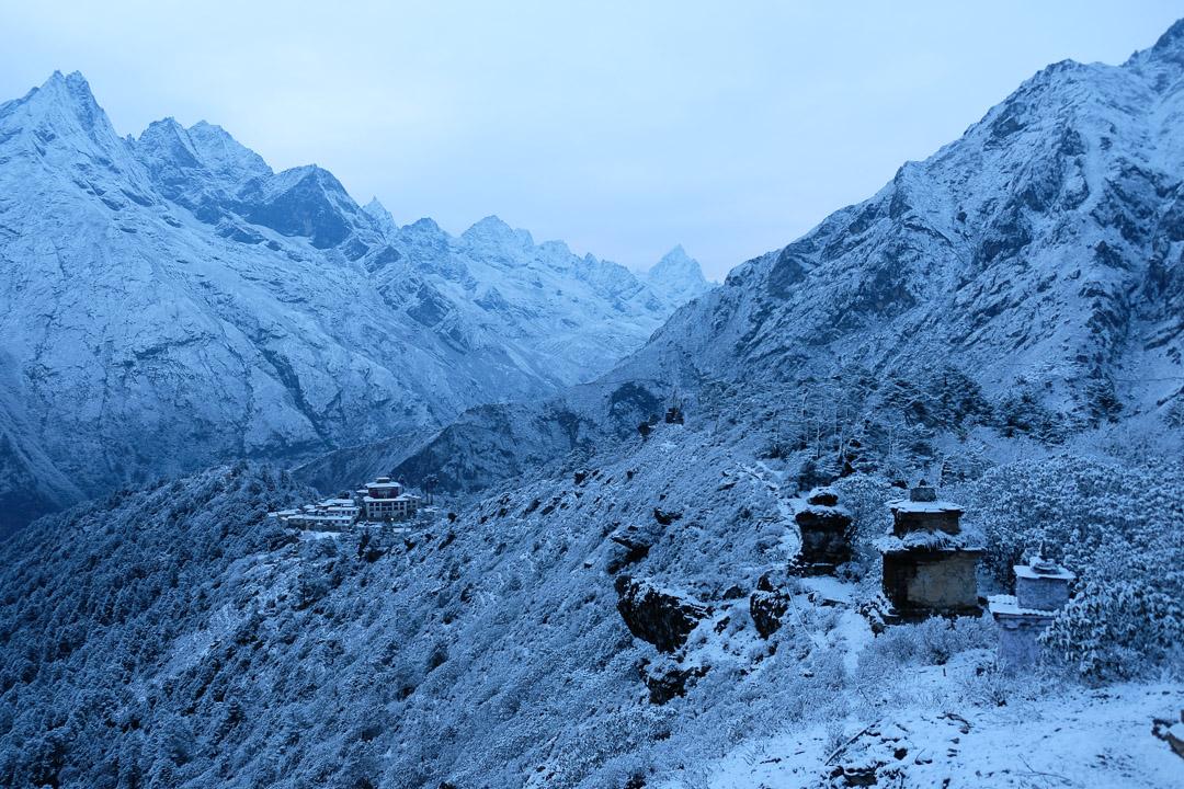 Mit einer kurzen Wanderung auf den Grat südöstlich des Klosters Tengboche geniesst man einen schönen Ausblick