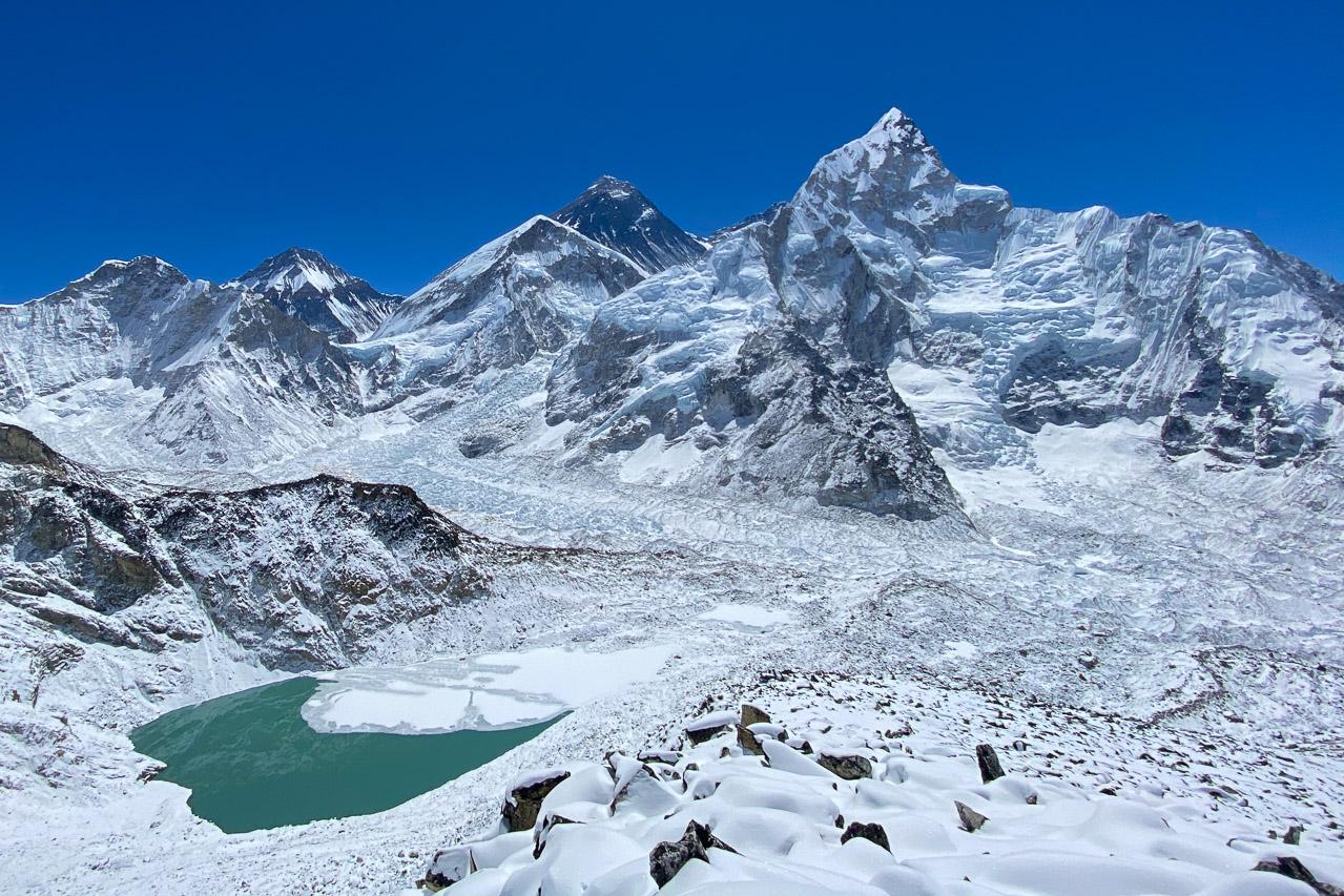 Blick vom Aussichtspunkt Kala Patthar Richtung Everest-Massiv.