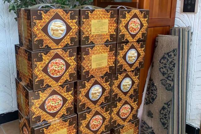 Neben einer grosszügigen finanziellen Hilfe haben wir die «klassischen Losar-Geschenkboxen» verteilt.