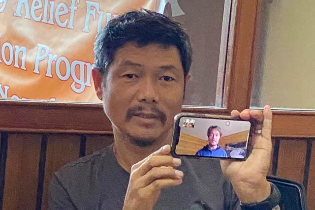 Per Video-Call konnte Thomas Zwahlen von Himalaya Tours bei der Verteilaktion dabei sein.