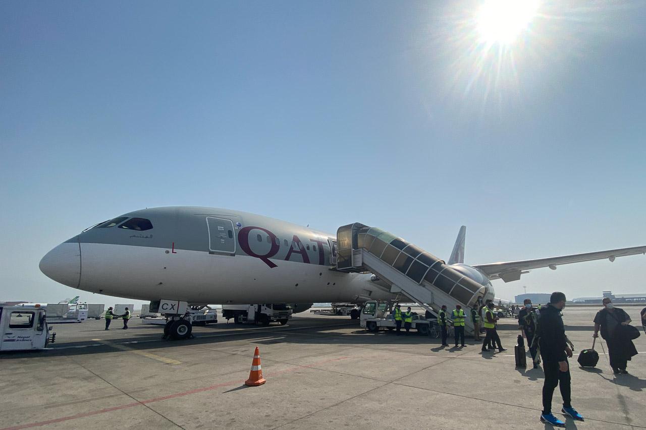 Bei Sonnenschein und warmen 28 Grad landen wir in Kathmandu.