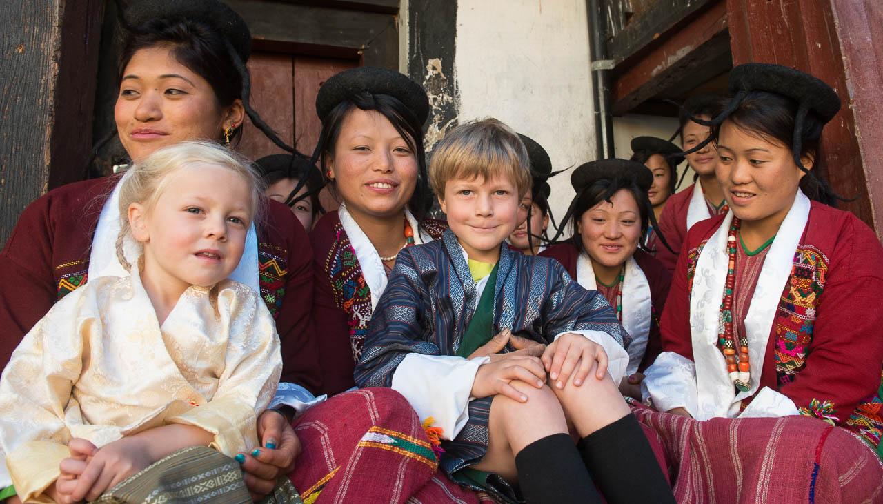 Gian-Andri (7 Jahre) und Larina (4 Jahre) in Bhutan