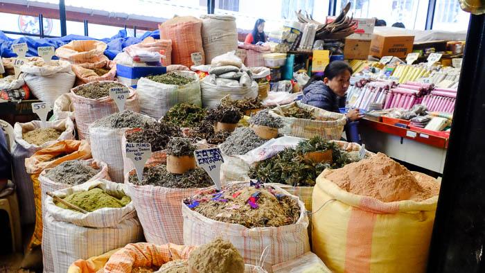 Auf dem Weekend-Markt in Thimphu gibt es allerlei zu sehen