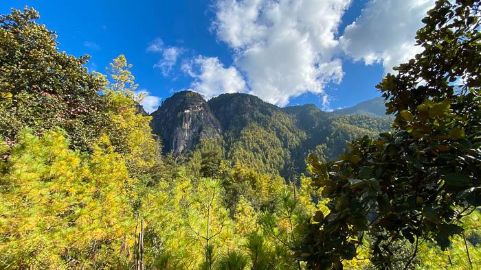 Das berühmte Tigernest-Kloster über dem Tal von Paro