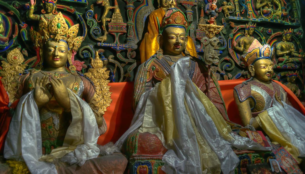 Buddhistische Statuen in einem Kloster im Indischen Himalaya