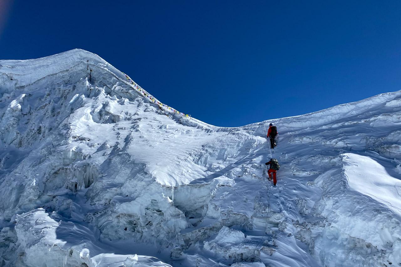 Der 6119 Meter hohe Lobuche Peak ist nicht mehr weit weg.