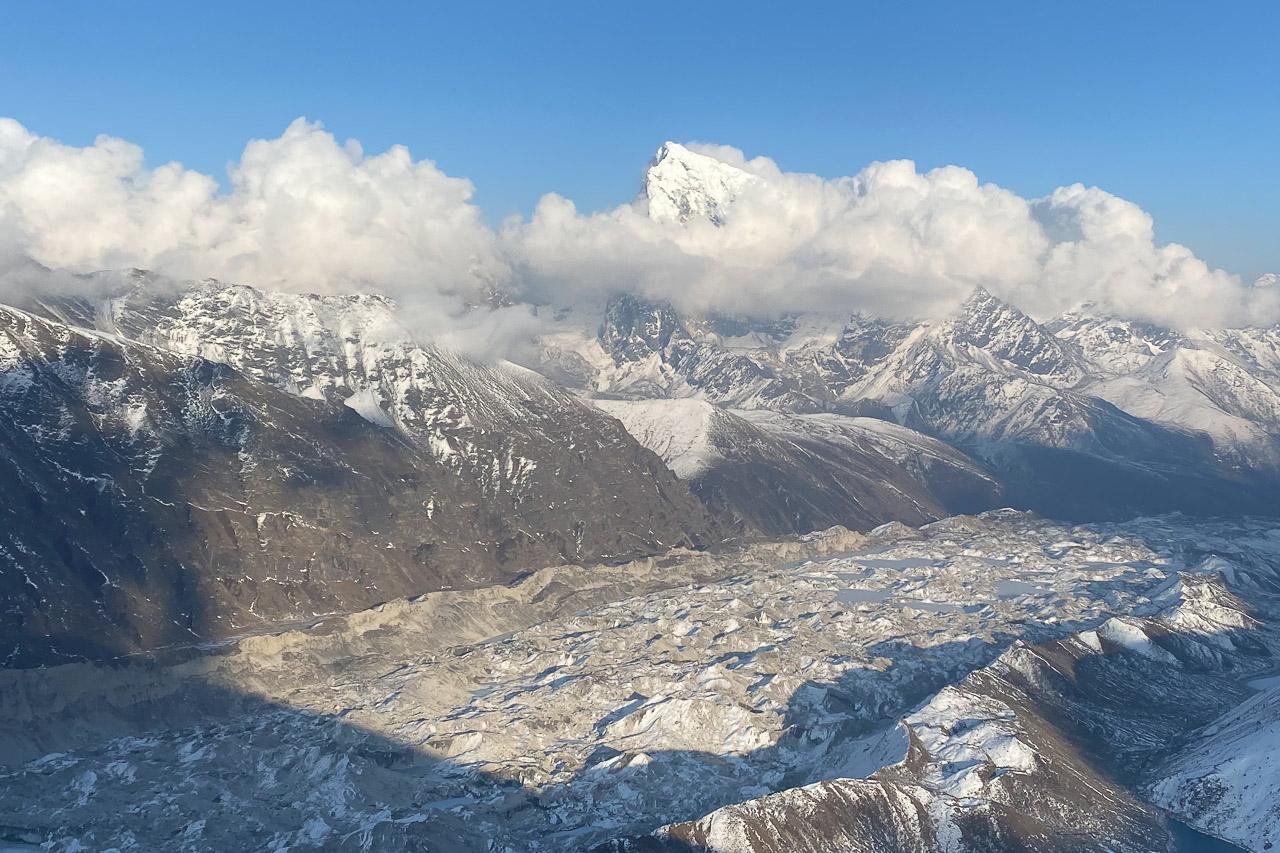 Die letzte Herausforderung ist die Überquerung des mächtigen Gletschers Ngozumba.
