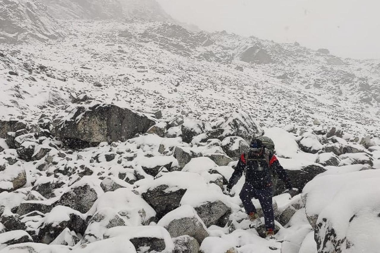 Aus einem nicht allzu schwierigen Bergweg wird eine rutschige Angelegenheit.