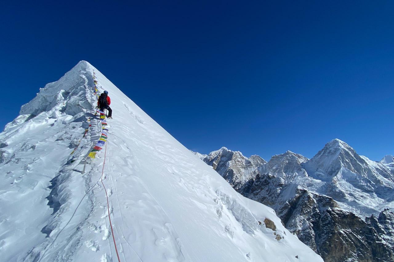 Am Gipelaufschwung des Lobuche Peak.