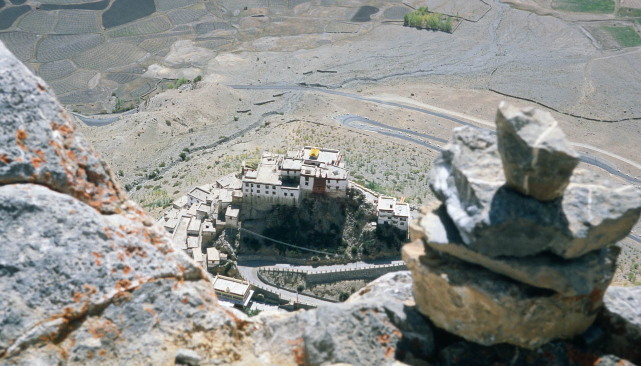 Adlerblick aufs Kloster Kye