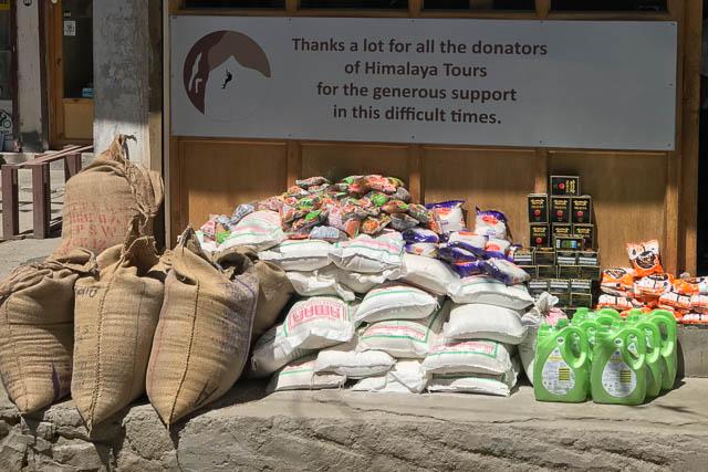 Ein Teil der Güter des täglichen Bedarfs, welche in Ladakh verteilt wurden.