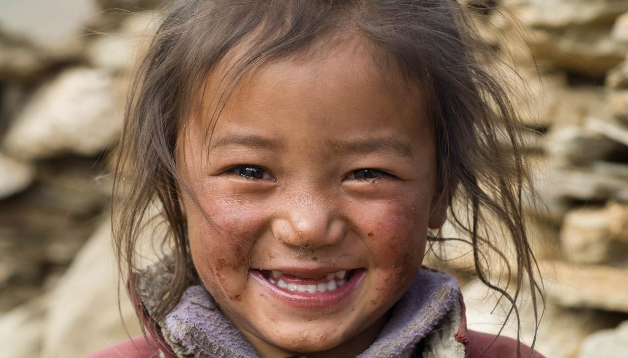 Kleines Nomadenmädchen in Kharnak
