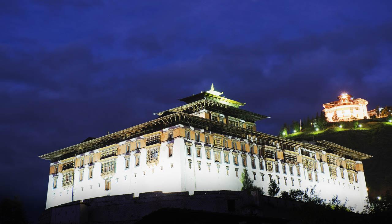 Dzong von Paro bei Nacht