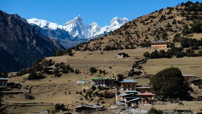 Das Dorf Laya liegt auf über 3800 Metern Höhe