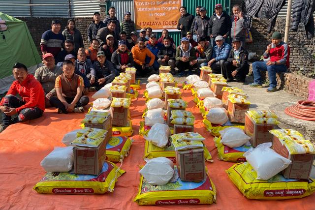Mitte Februar 2021 haben wir während des Losar (tib. Neujahr) eine weitere Verteilaktion für unsere Crew in Nepal gemacht.