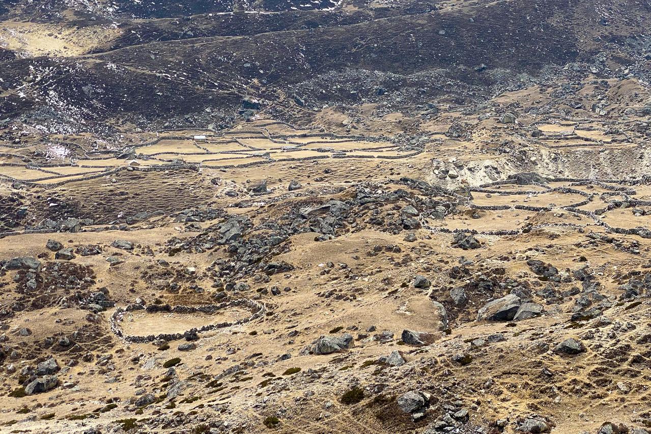 Einsame Felder und ursprüngliche Dörfer im Tal von Thame.