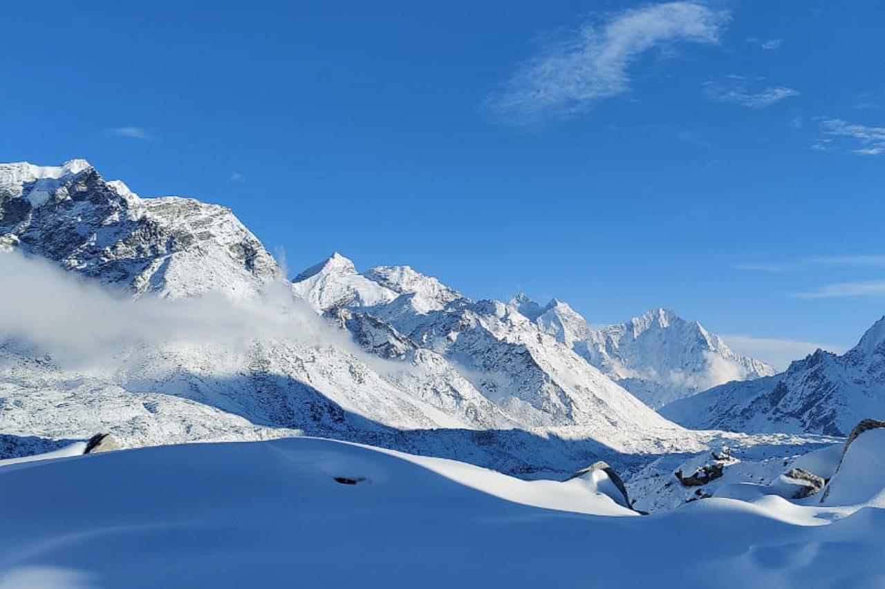 Märchenhaft verschneite Landschaft am Khumbu-Gletscher.