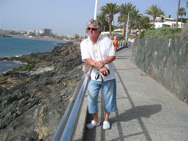 Wieder mal Urlaub auf Gran Canaria - Jänner 2009-im Hintergrund Playa del Ingles-Irgendwann werden wir hier jeden  Winter unseren Lebensabend verbringen!....und Abends spielt und singt Peter an der Hotel-Bar! Auf Gran Canaria scheint immer die Sonne!