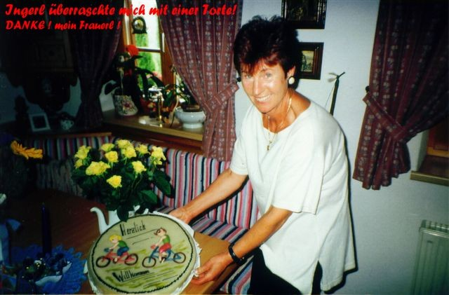 Meine liebe Frau Ingrid hieß mich nach 3 Wochen Tour de Lourdes, mit einer Radfahrer-Torte willkommen. Was für ein Empfang!