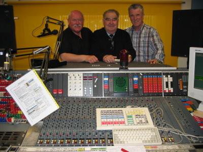 Im Studio von Radio-Tirol, v.l.n.r.: ORF-Moderator Ingo Rotter, mein Freund Karl Lanzmaier, Generalmanager von Slavko Avsenik, Peter Reicher