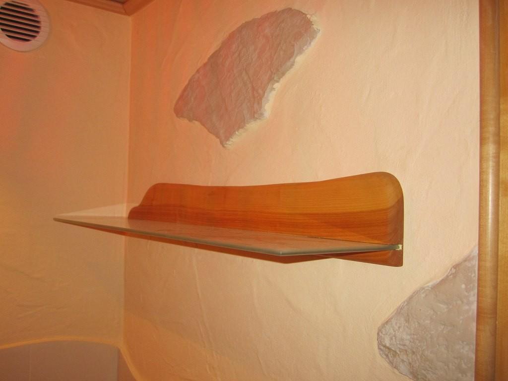 Wandbord im Badbereich Wildkirch / satiniertem Glasschaft