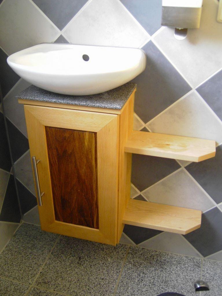 Waschtischunterbau mit Varicorabschluss / Holz Buche ,Eiche