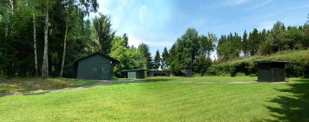 Wurfscheibenanlage mit Hoch- und Niederhaus, Rollhase und Kipphase