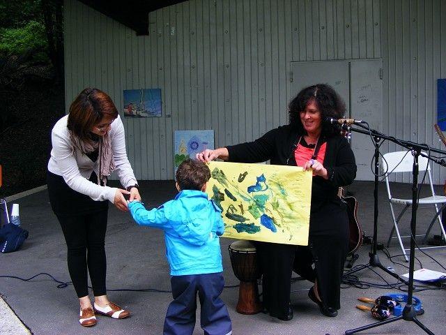 Anne Bremsat - Malaktion für Kinder auf dem Saporishjaplatz während der Open Air Vernissage C'est l'été!   –  Es ist Sommer!