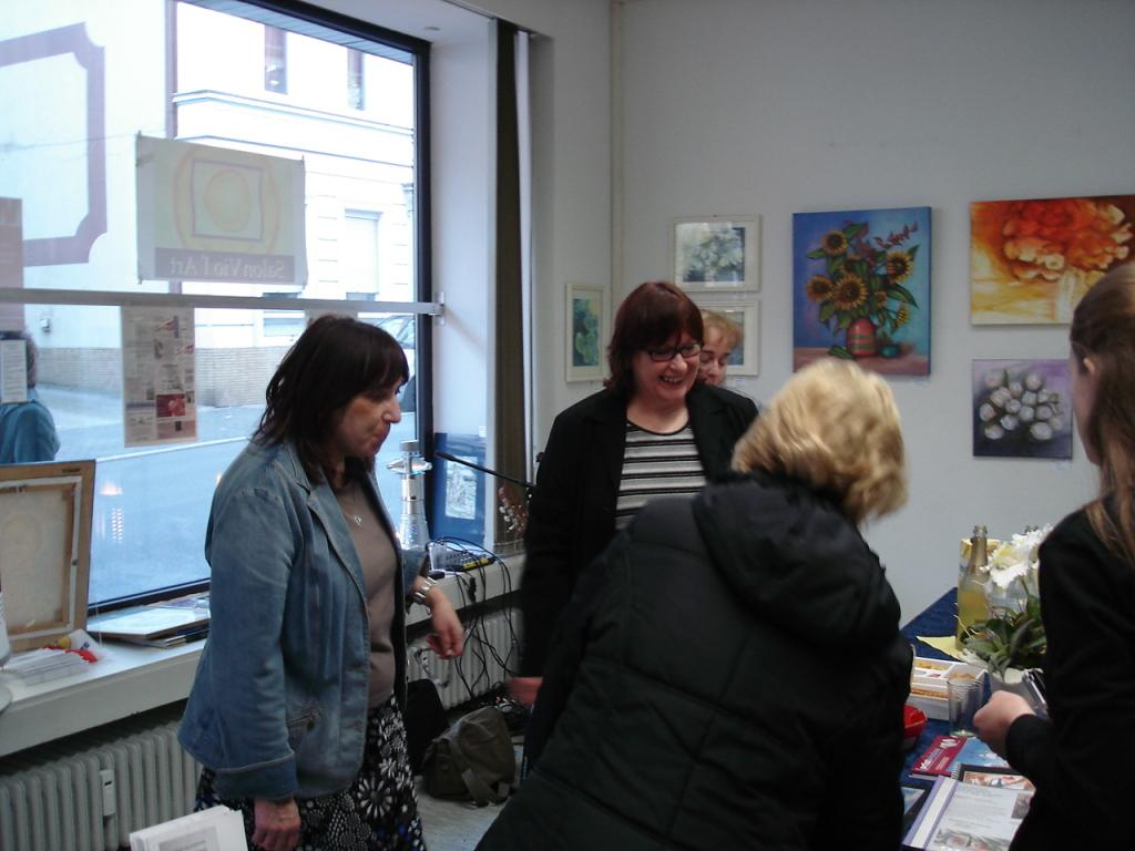 """Angelika Stephan eröffnet die Vernissage """"Blickwinkel"""" des Salon Vio l'Art"""