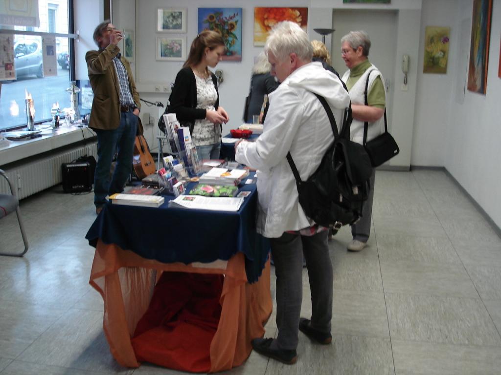 Bekanntmachung der Künstler des Salon Vio l'Art und Gästeempfang