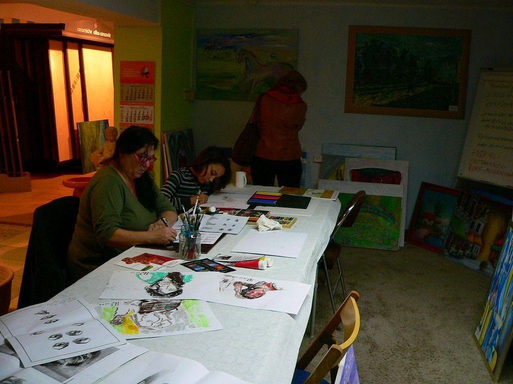 Portraitzeichnen und freies Zeichnen im Kellergeschoss des Salon Vio l'Art